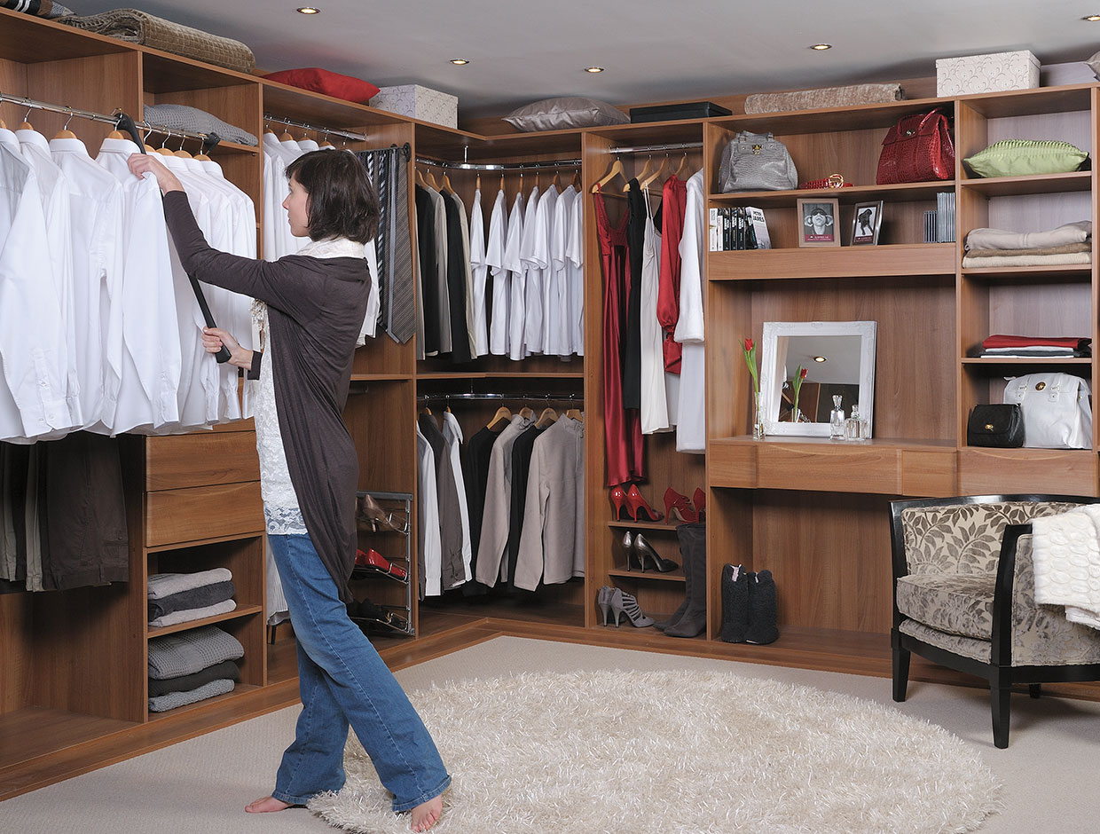 Light Ash Wood Walk-In Wardrobes Clever Pull Down Hanging Rail