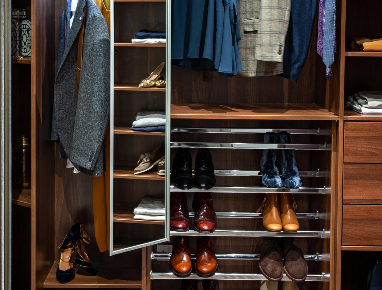 His & Hers Walk-In Wardrobe, Pull Out Pivoting Mirror